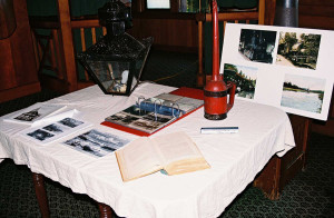 2005-Display-Table-L